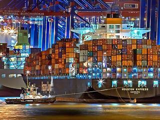 Ellátási gondokat okoz a keresztben álló hajóóriás, Biden oltásai gondoskodnak az optimizmusról
