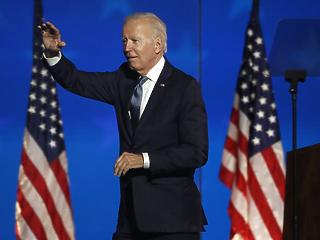 Biden a Fehér Ház kapujában – reggelre meglesz az új elnök?