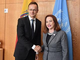 Szijjártó az ENSZ-ben migránsozott