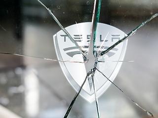 Plázastop amerikai módra? Csődközelben a Tesla?