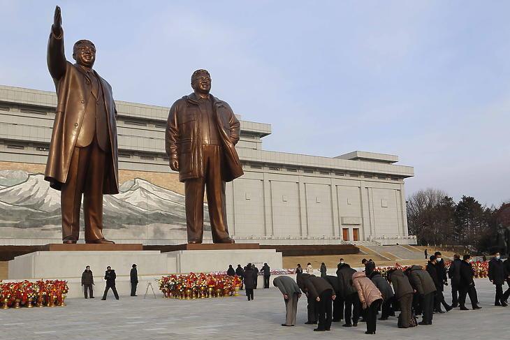 Félmillió tonna rizzsel segíti Dél-Korea az éhező Északot
