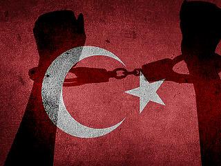 Folytatódik Erdogan tisztogatása: újabb 100 ember kerül rács mögé