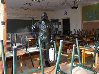 Végre oltják a tanárokat is