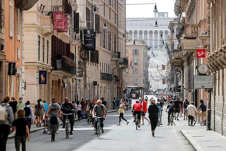 Római utcakép, 2020. május 17. EPA/RICCARDO ANTIMIANI