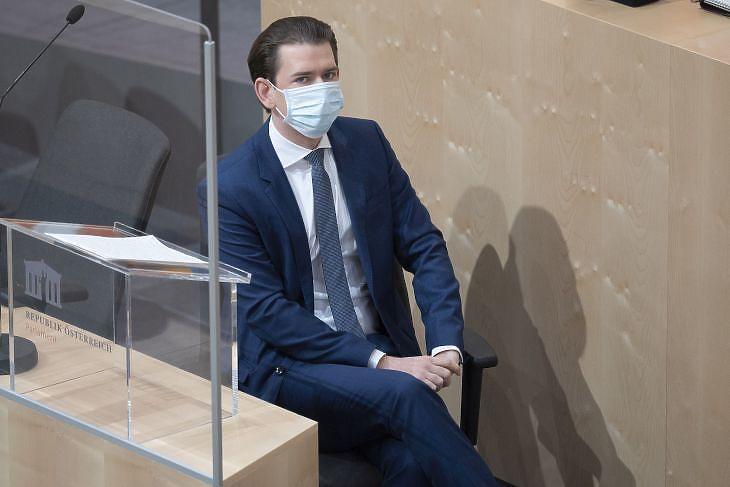 Sebastian Kurz az osztrák parlament ülésén 2020. április 3-án.  EPA/CHRISTIAN BRUNA