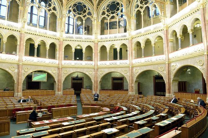 Egyre kevesebbet dolgoznak a parlamenti képviselők