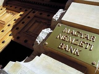 333 forintos euróárfolyammal számolta ki inflációs célját az MNB