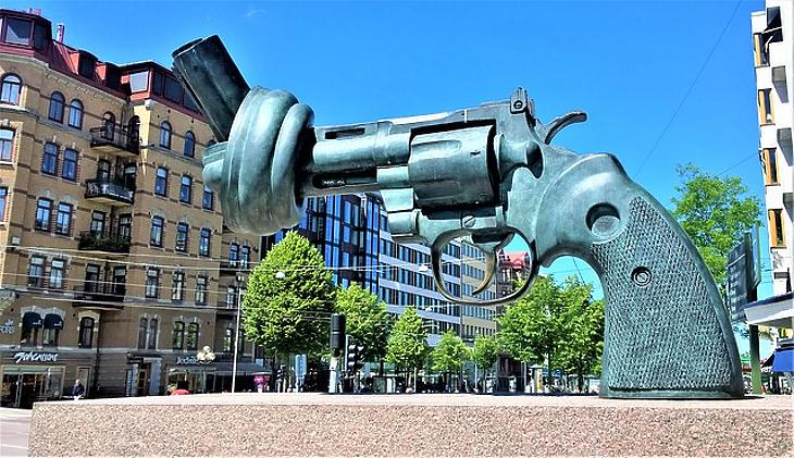 Gyújtogatás megrendelésre? Mi folyik tulajdonképpen Svédországban?