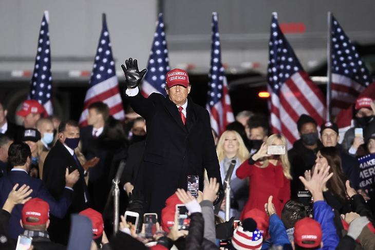 Donald Trump kampányol Kenoshában (Wisconsin) 2020. november másodikán. EPA/TANNEN MAURY