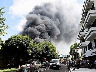Kiderült, hogy mérgező-e a leégett raktár füstje