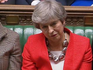 Folytatódik Theresa May vesszőfutása, ma már a Brexit elhalasztásáról szavaz a brit parlament