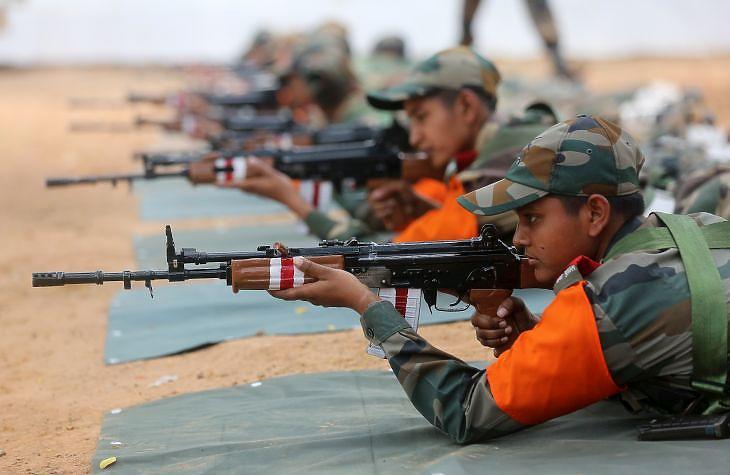 Sok katonára van szüksége az indiai hadseregnek - folyik az újak kiképzése is. Fotó: EPA/Jagadeesh NV