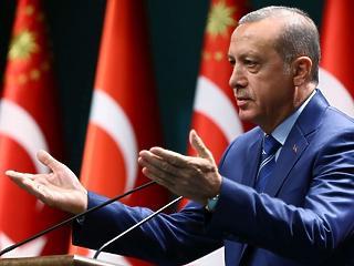 Két kapura játszik Erdogan