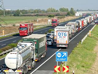Három sávossá bővítik az M1-es autópályát