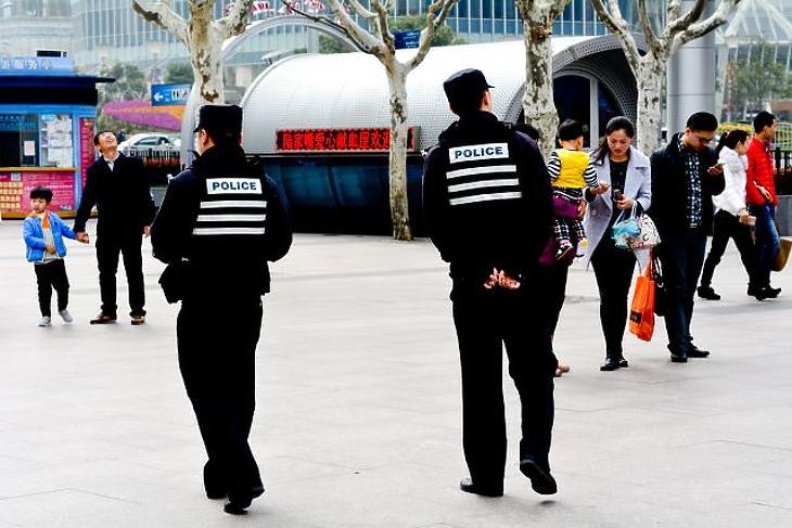 Kínai pénzen folynak Angliában technológiai kutatások – az eredményeket az ujgurok bánhatják