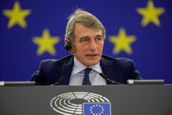Nagyobb kontrollt szeretnének. David Sassoli, az Európai Parlament elnöke egy plenáris ülésen Strasbourgban. EPA/JULIEN WARNAND / POOL