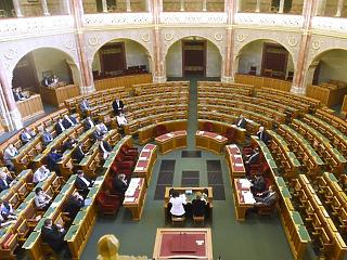 Lex Czeglédy, új ombudsman és NMHH-bizottság - folytatódik a munka a Parlamentben