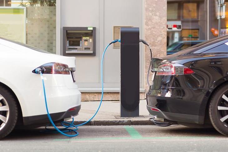 Fizetőssé válik két elektromosautó-töltési mód is