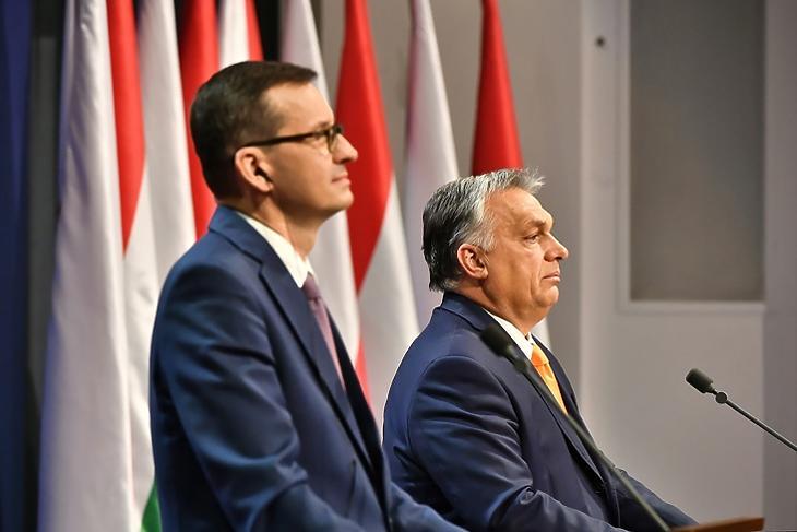 Veszélyben az uniós pénzek: Mateusz Morawiecki és Orbán Viktor közös sajtótájékoztatójukon Budapesten  2020. november 26-án. EPA/Andrzej Lange POLAND OUT