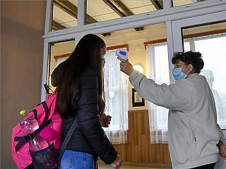 Covid-teszteket kapnak a budapesti iskolák nyitás előtt