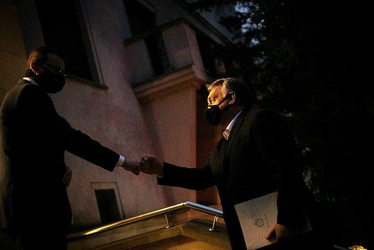 Éjszakai bevetés: Orbán Viktor és Mateusz Morawiecki találkozója Varsóban 2020. december 8-án. MTI/Miniszterelnöki Sajtóiroda/Benko Vivien Cher