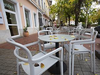 Ha a konzultáción múlik, először étterembe mehetünk - de igazolvánnyal vagy anélkül?