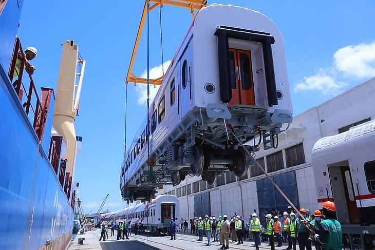Az első kocsik érkezése Alexandriába. (Fotó: TMH International)