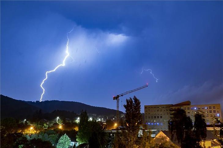 Tíz éve nem kerültek olyan sokba a viharkárok az országban, mint idén
