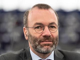 Megszorongatnák az Orbán-kormányt Weber és társai