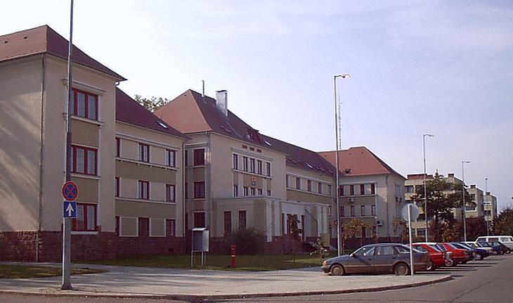 Felújították az egykori laktanyát Hegyeshalomban (fotó: wikipedia)
