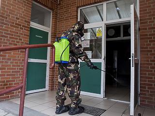 Már nem segítenek katonák a kórházakban