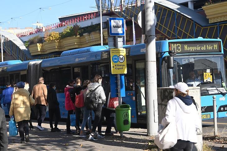 A Lehel tér és a Nagyvárad tér között még az EÜ-dolgozók sem metrózhatnak - mert nem jár a vonat. MTI/Bruzák Noémi