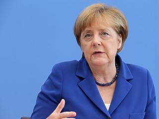 Merkel a NATO-val tárgyalna a törökökről