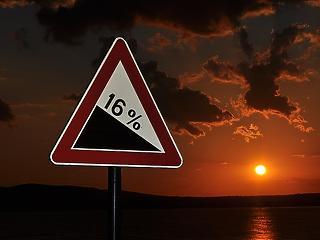 A defláció réme kopogtat, 18 százalékos esést jósol a nagyágyú