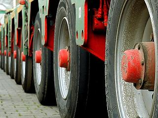 Áruforgalmi folyosókat jelölteki ki a kamionoknak