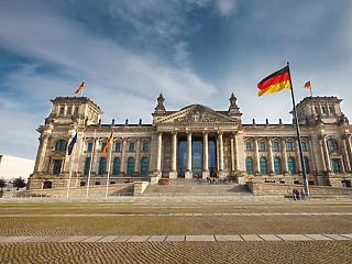 Német választások: elveszítette támogatói bő harmadát a német Zöldek kancellárjelöltje