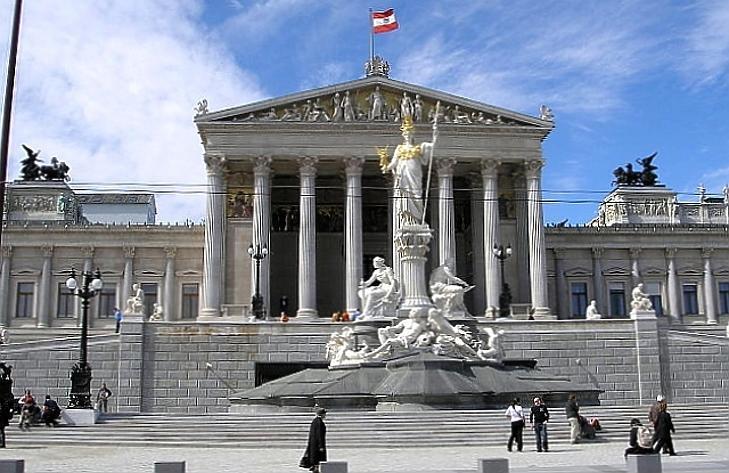 Míg mi bevezettük a nagypénteket, Ausztria beszüntette