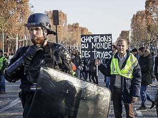 Macron gondjainak nincs vége – újabb tüntetés