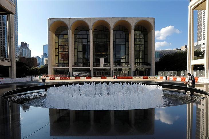 A Metropolitan Operaház  New Yorkban 2020. szeptember 23-án. Az operaház a teljes 2020-21-es évadot lemondta a koronavírus miatt. EPA/Peter Foley