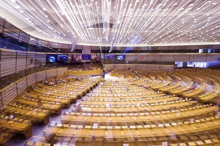 Az Európai Parlament brüsszeli ülésterme. EPA/OLIVIER HOSLET