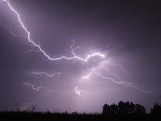 Kiadták a riasztást – nagy vihar készül Magyarországon
