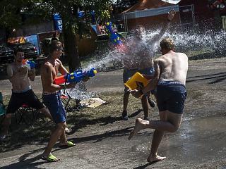 A belépőjegyen kívül napi 10 ezer forintot költenek el a fiatalok a fesztiválokon