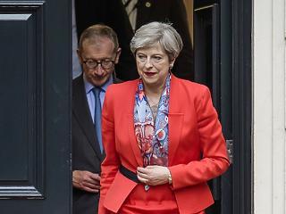 May megijedt a pofontól - elhalasztják a parlamenti szavazást