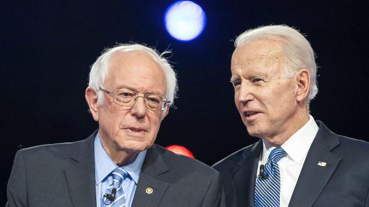 A két demokrata jelölt Sanders és Biden - előbbitől pánikoltak, utóbbit elfogadják a befektetők (Fotó: MTI/EPA/Jim Lo Scalzo)