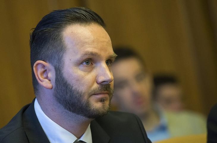 Kiss Zoltán 2015-ben, az AH élére történő kinevezése előtti meghallgatáson az Országgyűlés nemzetbiztonsági bizottságának ülésén. Fotó: Illyés Tibor, MTI