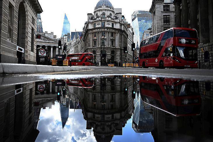 Lazítanak a britek. Fotó: EPA/NEIL HALL
