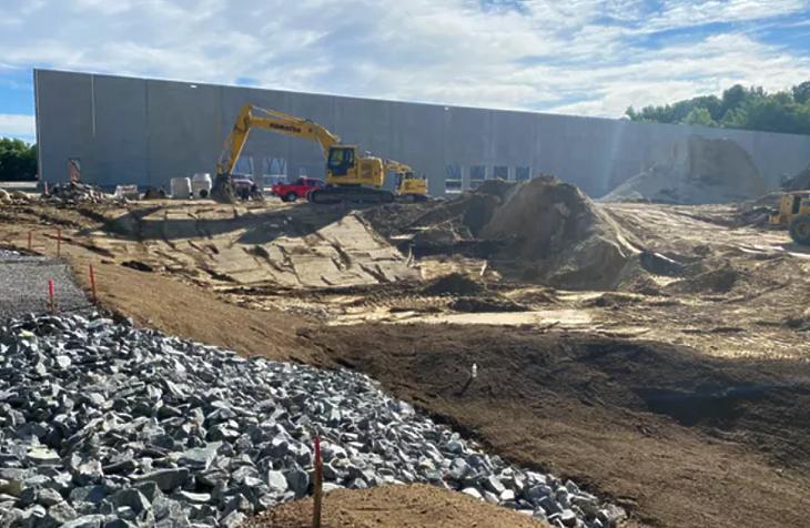 Az Amazon új elosztóközpontjának építkezése Bostonban (fotó:bisnow.com)