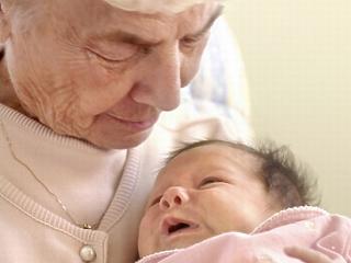 Jövő héten döntenek a nagyszülői gyermekgondozási díj bevezetéséről