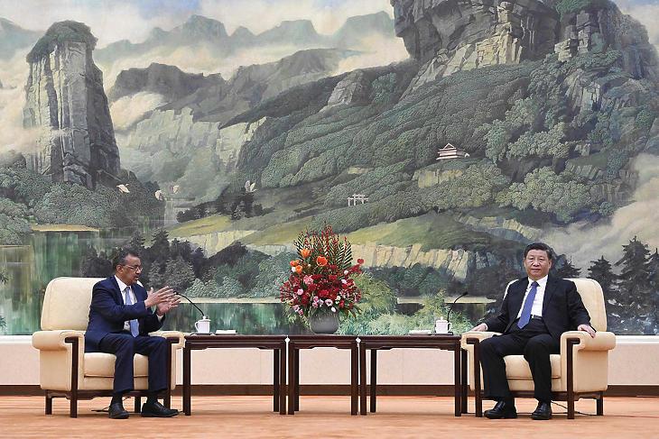 Tedrosz Adhanom WHO-főigazgató és Hszi Csin-Ping, a Kínai Népköztársaság elnöke 2020. január 28-án, Pekingben. (Fotó: Naohiko Hatta/AP)