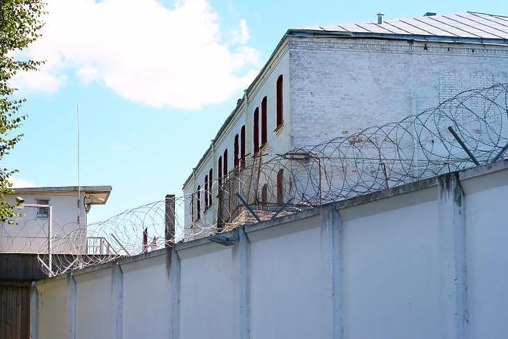 Lehetetlenség a börtönökben betartani a social distancing szabályait